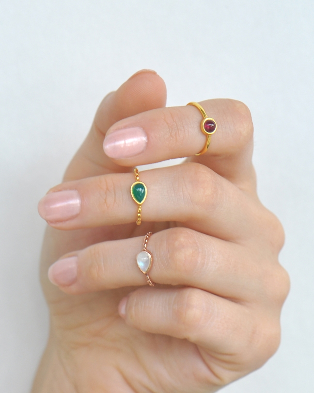 knuckle-mini-ring-gemstone